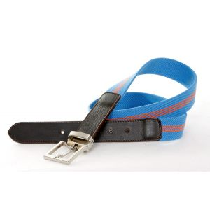 Cinturón de piel elástico, con hebilla metálica de 30 mm.