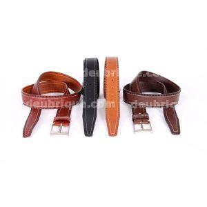 Cinturón de piel con grabado y costura beig