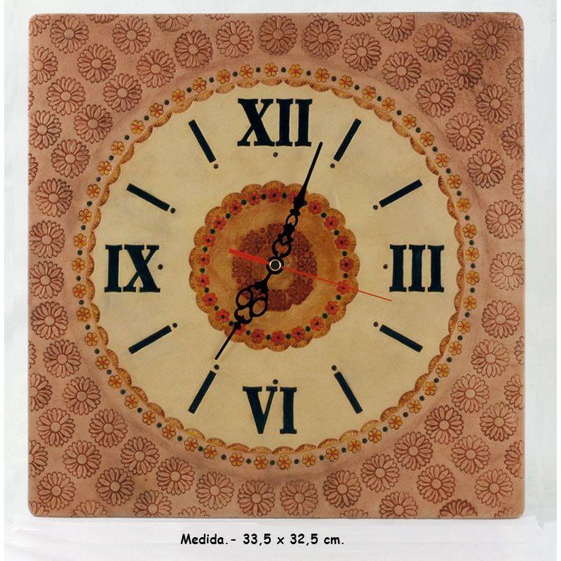 Reloj de pared fabricado en cuero de manera artesana.